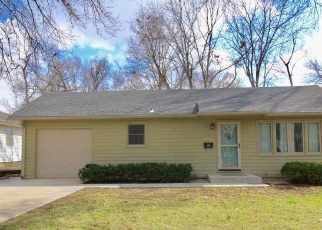 Short Sale in Topeka 66604 SW 17TH ST - Property ID: 6330274397