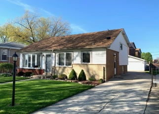 Short Sale in Alsip 60803 W LINECREST DR - Property ID: 6330527993
