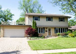 Short Sale in Palatine 60067 E HERON DR - Property ID: 6330774120
