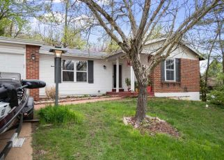 Short Sale in Fenton 63026 GREEN FOREST DR - Property ID: 6330924796
