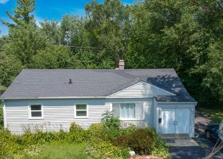 Short Sale in Carpentersville 60110 BALL AVE - Property ID: 6331921175