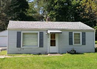 Short Sale in Rockford 61101 ELINORE AVE - Property ID: 6332359596