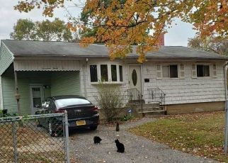 Short Sale in Bay Shore 11706 MANATUCK BLVD - Property ID: 6332635966