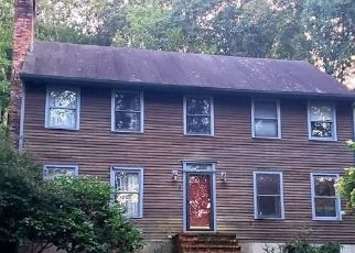 Short Sale in Shelton 06484 ROUND HILL RD - Property ID: 6332690260