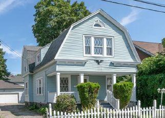 Short Sale in Bridgeport 06610 LIVINGSTON PL - Property ID: 6332703403