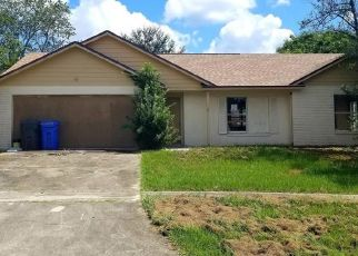 Short Sale in Brandon 33511 MANOR HILL DR - Property ID: 6333269708