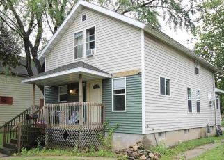 Short Sale in Green Bay 54303 S MAPLE AVE - Property ID: 6333339786