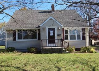 Short Sale in New Britain 06053 HIGHVIEW AVE - Property ID: 6333455402