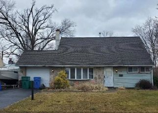 Short Sale in Levittown 19056 PINE NEEDLE RD - Property ID: 6334062433