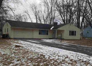 Short Sale in Fort Wayne 46815 WESTLANE RD - Property ID: 6334069893
