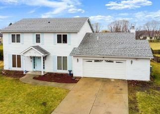Short Sale in Fort Wayne 46804 COVINGTON WOODS BLVD - Property ID: 6334260848