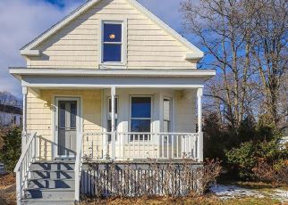 Short Sale in South Portland 04106 GRANDVIEW AVE - Property ID: 6334290623