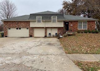 Short Sale in Shawnee 66203 W 49TH TER - Property ID: 6334307255