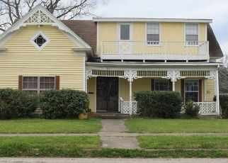 Short Sale in Hallettsville 77964 S MAIN ST - Property ID: 6334422450