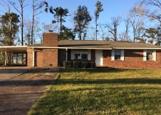 Short Sale in Marianna 32448 PILCHER RD - Property ID: 6334498213