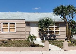 Short Sale in Lake Worth 33460 N J ST - Property ID: 6335204226