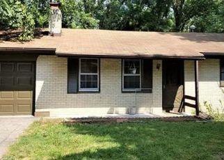 Short Sale in Belleville 62223 W B ST - Property ID: 6335488479