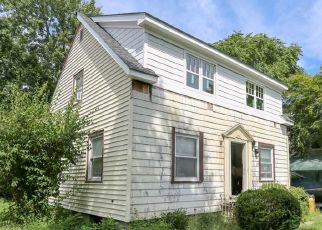 Short Sale in Stamford 06905 OAKLAWN AVE - Property ID: 6336401209