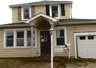 Short Sale in Lindenhurst 11757 E CLEARWATER RD - Property ID: 6337327533