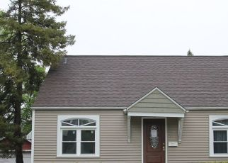 Short Sale in Waukegan 60085 LORRAINE AVE - Property ID: 6337441405