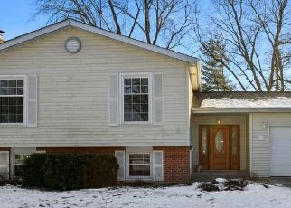 Short Sale in Darien 60561 70TH ST - Property ID: 6337631485