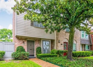 Short Sale in Houston 77057 CHEVY CHASE DR - Property ID: 6337837331