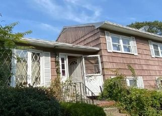 Short Sale in West Haven 06516 HOMESIDE AVE - Property ID: 6338311217